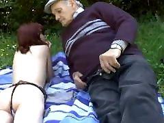91.vectētiņš veci jaunieši vecs vīrietis, jauna meitene,