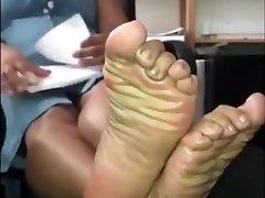 MATURE EBONY SWEATY SOLES AT WORK