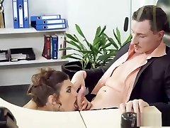 julia roca blir hennes vagina knullet i office