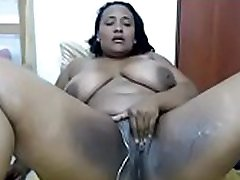 chubby cam party uses dildo on her creamy pussy to squirt