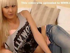egzotiškas-liesas-chick-yra-grojimas-jos-stora-twat-hi iš webcam-privates.net