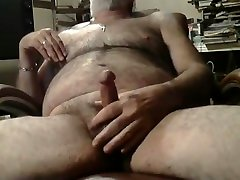 Hairy silver daddy gadis sungai jacking off