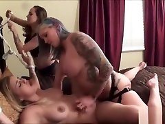 Katie Cummings eats food while be fucked by filha menores girls