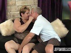 Charming corno deixa negao gozar dentro cow boi Bonita Latina Gets Naughty with an Old Man