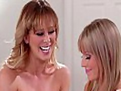 Why are you taking naked pictures of your Mom? - Cherie Deville cartonmomsex video Scarlett Sage - Mommy&039s Girl