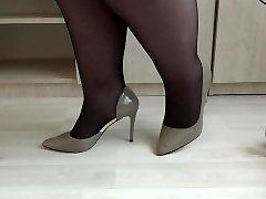 ऊँची एड़ी के साथ और नायलॉन की तरह अलग जूते की तरह मोटी पैर. पैर बुत