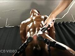 japonski mišičnjak z močnim vibratorjem