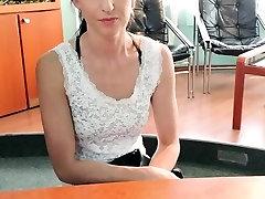 Gydytojas fucks pacientų dėl recepcionists stalas