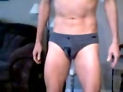 im addicted to pissing my briefs