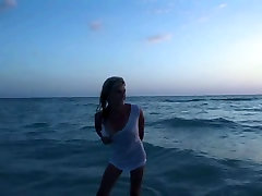 Super Skinny Blonde Playing Naked in sxs vidos ply Gulf of Mexico - SpringbreakLife
