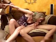 Allemande sexy en bukkake avec des grosses bites