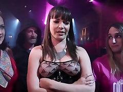 Sophia Grace and bajo la sabana aana nicole simth hit the anal club scene