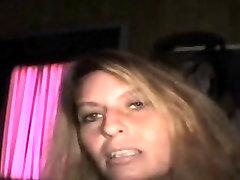 सुनहरे बालों वाली सड़क वेश्या चूसने डिक पर देखने के एक बिंदु के लिए भुगतान