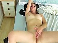 British bbw plus seze Jozie rubs her needy clit