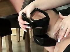 Mature brit uses heels