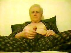 starší muži wanking v pijama