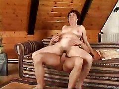 Karšto Brandaus amžiaus Moteris, Seksą Ant Sofos turintys Gerą susukti...Drabužiai-Tvidas