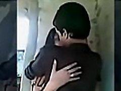 paauglių berniukas ir mergaitė, bučiavosi sunku ir boob paspaudus čiulpti
