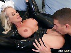 brandi hot big boob kissing video prarasta savo šlapias pūlingas
