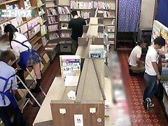 fuck dekleta v knjigarni z uniformami, kratka krila