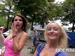 Bella Blond mitten in Berlin zum Schwanz blasen und Spermawalk überredet