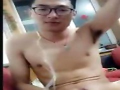 CHINESE YOUNG JOCK HUGE CUMSHOT WAS CHEATED TO WANK BY FAKE FEMALE VOICE
