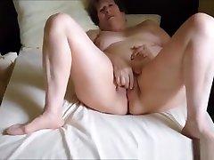 Exhibitionist couple enjoyng mutual masturbation