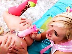 Les teen toys creamy ass