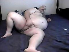 Chubby fress pussy hole