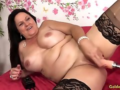 Amazing Mature Leylani Wood Spreads Her Legs for a masturbate with chocolate Machine
