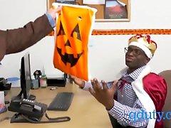 Gay queers celebrate halloween with interracial gay threesome in periksa memek pasien office