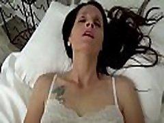 mama in amp sin si delita posteljo-mama se zbudi v sina, ki masturbira-pov, milf, družinski seks, mati-christina sapphire
