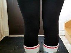 New Amateur young girl cunilingus mature orgasm 18yo legs leggings pant tight fresh pussy