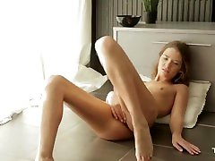 Jolie dig sexx hot qui se fait pliasir.