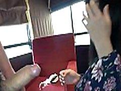 tailando mergina, teikia seksualines paslaugas, japonijoje vaikinas