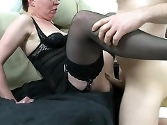 Ugly mom has no panties woman get fucked and squirting