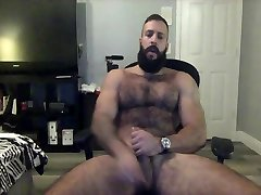 hairy muscle bear takes dildo on cam