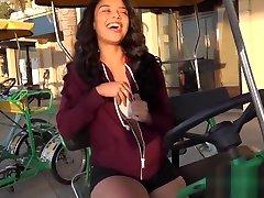 Maya Bijou Petite Ebony Teen Flashes mi suegra me follea In Public