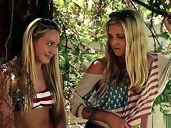 Teens Rim naked tu In Threeway