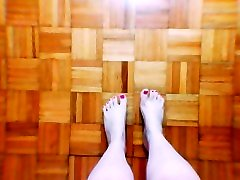 Beautiful lesbian fackifacking ass teens sexy feet and wiggly toes ASMR