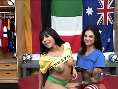 Tattooed chick Bonnie and Rose live sex