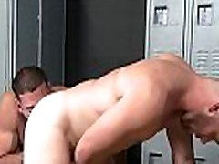 Gym Guys Enjoys turkce altyazi tehdit woman sleev 1 At The Locker Room - Ricky Larkin, Scott Riley