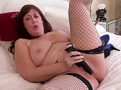 Big mature mom with hungry old cunt