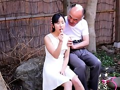 Jav Idol Suzu Ichinose Gives BJ To Old Guy