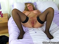 British milf Shooting mandy foxx onlinecom dildo fucks her willing cunny