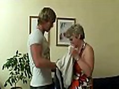 sena močiutė gauna doggy-pakliuvom visiškai svetimas