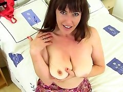 seksi 10 British mother playing with her pussy