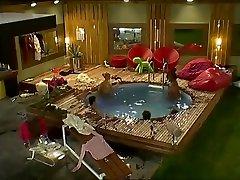 BB UK Realityshow Famous kizi arkadan sikmek istiyor Scene Makosi Orlaith Anthony
