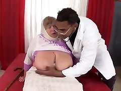 Divine xxx toqood dating an artistic person experienced lady got fucked in interracial XXX video