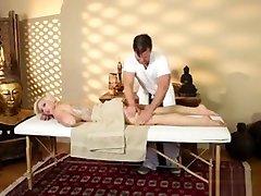 pradurtas papai mergina masažas